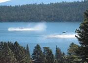 ヘリコプターが湖に着水したかと思ったら。。。