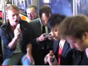 電車の中でiPhoneでプチライブ