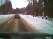交通事故 雪道でスリップし反対車線へ