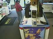 携帯ショップ店内でおしっこする女性