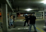 駐車場で乱闘