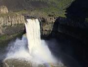 カヤックで滝落下に挑戦