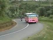 バイク同士の正面衝突