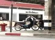 不審なバイクに仕掛けられた爆弾が爆発