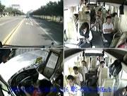 自転車とバスの衝突事故