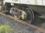 脱線した車輪を線路に戻す