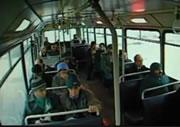 路線バスにトレーラーが突っ込む