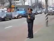 酔っぱらい!? ロシアの警察官