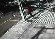 車が落ちてきた!