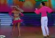テレビ番組でダンス中におっぱいポロリ