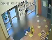 変質者・・・幼稚園で裸でウロウロ