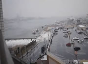 街を直撃する津波映像