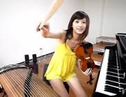 バイオリン&ピアノ&琴を演奏する可愛い女の子