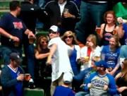 野球観客席でのハプニング
