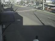 交差点で救急車に衝突事故 救急車が横転してしまう
