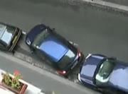 強引な縦列駐車