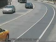 反対車線へ飛び出して正面衝突事故
