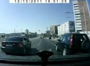 右折する車と衝突事故