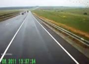 トラック横転事故