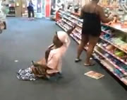 おばさんがスーパーで悪魔払い