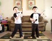 双子の見事なダンス
