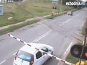 ポーランド 踏切事故映像集