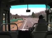 激しく揺れる地震をバスの車内カメラで