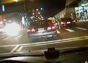 交差点事故 ワンちゃんにバイクが突っ込む