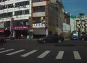 交差点事故 左折する車にバイクが衝突