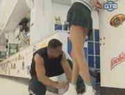 世界のどっきりカメラ ミニスカートの中をチラ見する男達