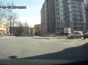 交差点で衝突されて横転事故