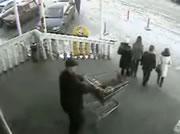 ショッピングカート 階段下りで転ける