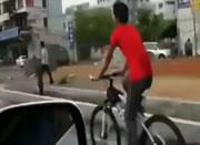 自転車・・・そこまでして乗るか!