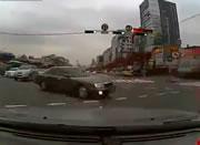 左折する車に正面衝突