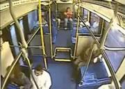バスの後部座席はちょい危ない
