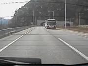 バス 衝突事故