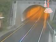 トンネルの入り口に激しく激突