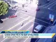 ハリウッドで無差別に発砲する男