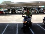 バイクで調子に乗ってフェンスに激突