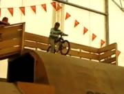 自転車でジャンプ失敗