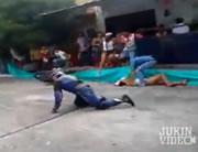 バイク事故 観客の女性を直撃