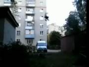 屋根から倉庫の屋根へとジャンプ失敗