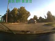 交差点で衝突事故