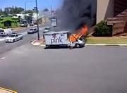 トラック炎上