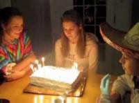 誕生日パーティでイタズラ