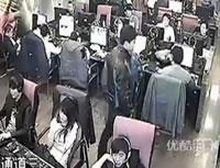 ネットカフェで携帯電話泥棒
