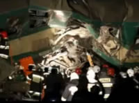 ポーランド 時速100キロ同士で列車衝突事故