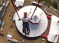 ヘリコプターでぶら下げた空中ブランコに挑戦