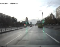 危険な信号無視 パトカーに追われて捕まる