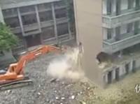 爆薬を使わずに校舎を破壊